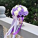 lilla og hvid brudebuketten pe silke klud bryllup bruden holde blomster
