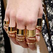 女性のファッションゴールドリング