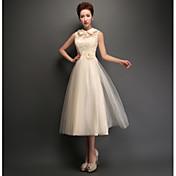 Una línea de cuello alto té longitud tul vestido de dama de honor con appliques de encaje