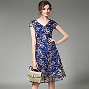 - 記号2017夏新しいスリムVネック半袖ドレス重い刺繍レースドレス