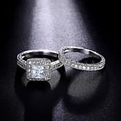 指輪 婚約指輪 キュービックジルコニア ファッション 高級ジュエリー クラシック キュービックジルコニア 円形 ジュエリー のために 結婚式 パーティー 日常 1セット
