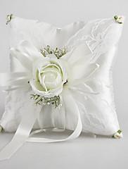 Snubní prsten polštář v saténu s jemnými zelenými květy
