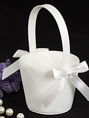slatka leptir cvijet u košaricu bijelog satena