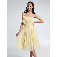 Knee-length Chiffon Bridesmaid Dress A-line / Princess Strapless / Sweetheart Plus Size / Petite withDraping / Flower(s) / Ruffles /