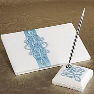 teal bla bryllup gjestebok og penn satt i hvit sateng tegn i boken