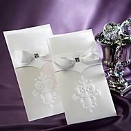 Vintage White Flor-de-lis Wedding Invitation With Insert (Set of 50)