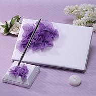elegant bryllup gjestebok og penn satt med lilla blomst skilt i boken
