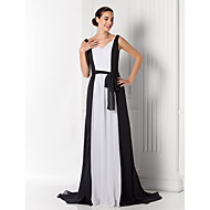 Formal Evening / Prom / Military Ball Dress - Black Plus Sizes / Petite A-line V-neck Court Train Chiffon