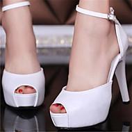 chaussures de mariée ouvertes au bout blanches