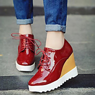 패션 스니커즈 - 야외 / 드레스 - 여성의 신발 - 컴포트 / 사각 앞코 - 레더렛 - 웻지 굽 - 블랙 / 레드 / 화이트 / 실버