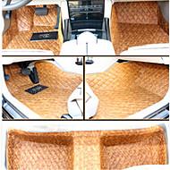 broderede tæppe bil mat omgivet af alle læder puder