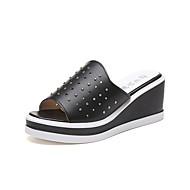 Damen Sandalen Komfort PU Sommer Normal Walking Komfort Ausgehöhlt Keilabsatz Weiß Schwarz 5 - 7 cm