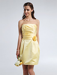 Lanting Bride® Short / Mini Satin Bridesmaid Dress - Sheath / Column Strapless Plus Size / Petite with Draping / Flower(s) / Ruching