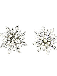 Snowflakes Shaped Earrings With Zircon Mounted