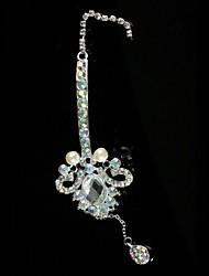Alliage étonnant avec des bijoux de front strass
