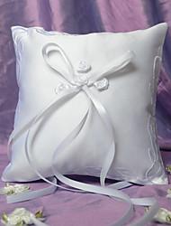 rosa elegante cojín de raso blanco con bordado