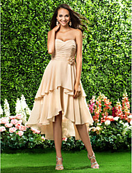 Knee-length / Asymmetrical Chiffon Bridesmaid Dress A-line / Princess Strapless / Sweetheart Plus Size / Petite withDraping / Flower(s) /