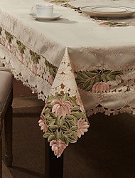 "59""X104"" European Style White Floral Table Cloth"