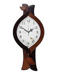 "21.75 ""H Horloge murale de style animale"