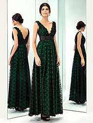 TS Couture® Prom / Military Ball / Formal Evening Dress - Dark Green Plus Sizes / Petite A-line V-neck Floor-length Lace / Taffeta