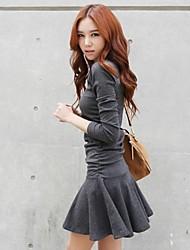 mulheres de mini vestido fino