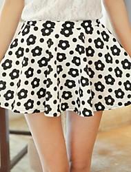 Negro-blanco del patrón de flor de las mujeres faldas cortas