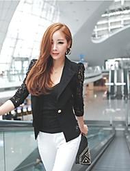 Женский пиджак с кружевным воротником