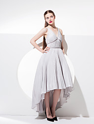 Homecoming TS Couture Cocktail Party / Prom Dress - Ball Gown V-neck Asymmetrical Taffeta