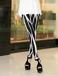 coway parmi les irrégulière mince noir et blanc était de neuf minutes de pantalons leggings