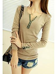 Frauen V-Ausschnitt Langarm-T-Shirt mit Knöpfen
