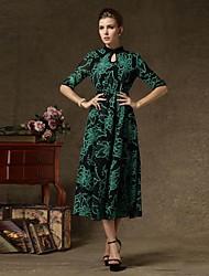 женщин стоят старинные этнические печати 1/2 рукав качели платье