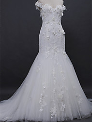 Lanting Bride® Trumpet / Mermaid Wedding Dress Court Train Off-the-shoulder Lace / Tulle with Appliques / Button