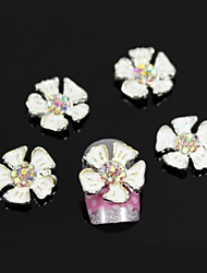 10pcs weiße Seerose Zubehör Legierungsblumennagelkunstdekoration