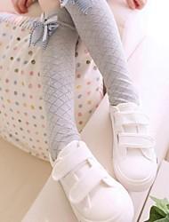 boog meisje in buis sokken