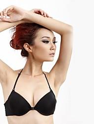 anterior das mulheres pendurar uma multa pescoço com sutiã da forma modal