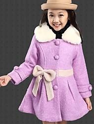 мода девушки лук пушистый воротник кашемировые пальто