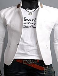 zwarte man mannen contrasterende kleur gesp jas