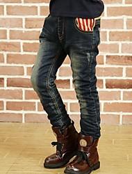 inverno caldo i jeans del ragazzo