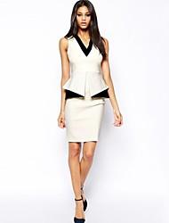 satinierte Oberfläche mit V-Ausschnitt ärmelloses Kleid der Frauen