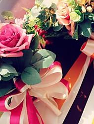 Ретро красные ягоды, имеющие свадьбы невеста с цветами в руках (больше цветов)