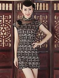 cordón de las mujeres cortó mini vestido estilo chino