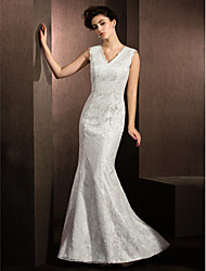 LAN TING BRIDE Trumpet / Mermaid Wedding Dress Floral Lace Sweep / Brush Train V-neck Lace with Lace
