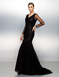 Formal Evening Dress - Black Plus Sizes / Petite Fit & Flare V-neck Sweep/Brush Train Tulle