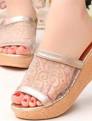 Keilabsatz - 3-6cm - Damenschuhe - Pantoffeln ( Gummi , Gold/Silber )