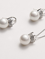Graceful Shell Pearl with Crown Top Pendant Necklace and Stud Earrings Set