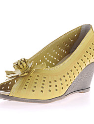 Women's Shoes Leather Wedge Heel Wedges / Peep Toe Sandals Casual Black / Yellow / Beige
