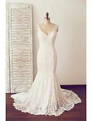 Trumpet / Mermaid Wedding Dress Chapel Train V-neck Lace with Lace / Pearl