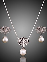 A beautifully filled pearl silver plated suit (necklace) (earrings)