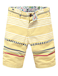 In the summer of 2016 new men's fashion floral shorts beach pants, casual pants pants men five pants.