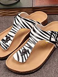 Черный и белый-Женская обувь-Для прогулок-ПВХ-На плоской подошве-С открытым носком / Тапочки-Сабо / шлепанцы